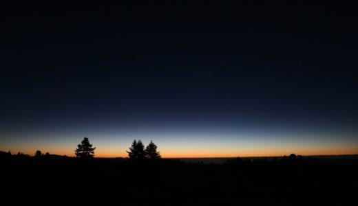 夜明け前の風の匂いはなぜあんなにも私の胸を締めつけるのだろう